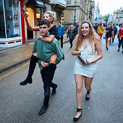 May 1, 2017 - Oxford, Oxfordshire, UK - OXFORD, UK.  Thousands of students, residents and visitors gather in Oxford on May Morning to hear the Magdalen College Choir perform the Hymnus Eucharisticusm at 6am. The traditional celebration has ben marred in previous years by injuries caused by people jumping from the bridge leading to a large security presence. (Credit Image: © Cliff Hide/London News Pictures via ZUMA Wire)