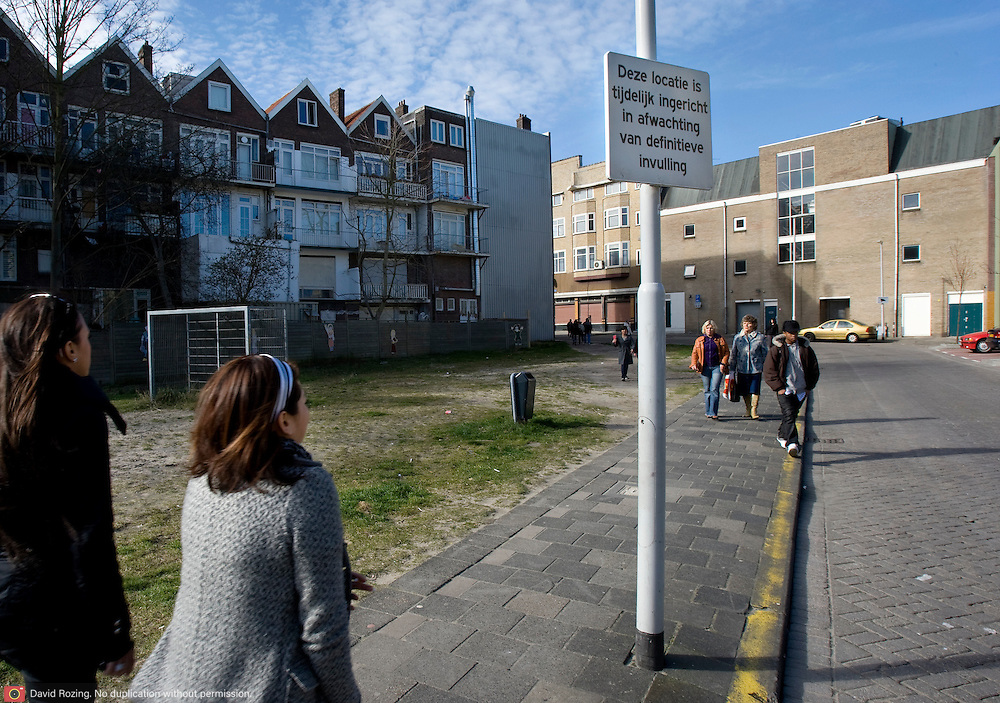 Nederland Rotterdam 14 maart 2008 20080314 .Braakliggend terrein in achterstandswijk Hillesluis in Rotterdam Zuid. De locatie is tijdelijk ingericht in afwachting van definitieve invulling..Foto David Rozing