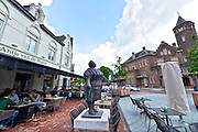 Nederland, Weert, 2-6-2016Antje van de Statie is een hotel restaurant tegenover het station, treinstation, van Weert en is vernoemd naar de vrouw die hier kleine Limburgse vlaai aan de treinreizigers verkocht . Industrieel Thijs Hendrix heeft het aangekocht en wil een boost geven aan de bekendheid en het toerisme van Weert.Foto: Flip Franssen