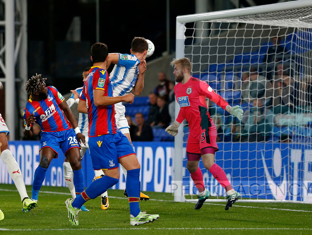 Crystal Palace's Bakary Sako scoring his sides opening goal during the Carabao cup match at Selhurst Park Stadium, London. Picture date 19th September 2017. Picture credit should read: David Klein/Sportimage