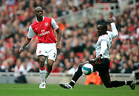 Photo: Tom Dulat.<br /> Arsenal v Sunderland. The FA Barclays Premiership. 07/10/2007.<br /> Dwight Yorke of Sunderland and Abou Diaby of Arsenal with the ball