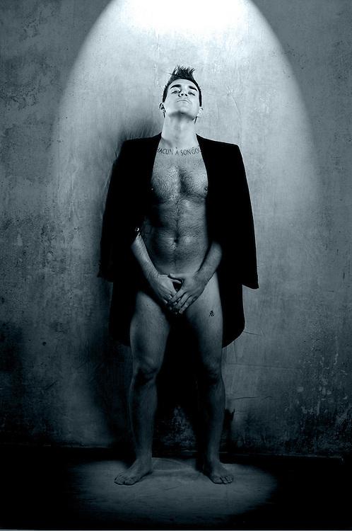 Tony Lewis - Robbie Williams Lookalike