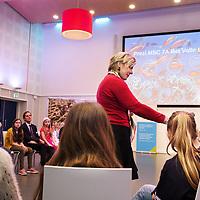 Nederland, Rotterdam, 23 februari 2017.<br /> De Raad van Kinderen van het Marine Stewardship Council (MSC) heeft vanmiddag in het Oceanium van Diergaarde Blijdorp adviezen gepresenteerd aan MSC en haar partners, over duurzame visvangst en de rol van verschillende partijen die betrokken zijn in de keten van vangst tot bord. Na de presentatie van het advies gingen de kinderen met onder meer Staatssecretaris Martijn van Dam (Ministerie van Economische Zaken) in dialoog over het onderwerp. Prinses Laurentien trad namens de door haar opgerichte Missing Chapter Foundation op als facilitator.<br /> <br /> Foto: Jean-Pierre Jans