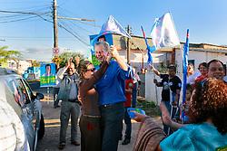 O candidato à reeleição pelo PDT em Porto Alegre, José Fortunati, dançou com a primeira dama, Regina Becker a versão gaudéria do jingle de campanha após caminhada na Chácara da Fumaça, no bairro Mário Quintana no final da tarde deste sábado 22 de Setembro. Segundo a pesquisa IBOPE/RBS, José Fortunati lidera as pesquisas de intenção de voto 45%, tendo em segundo lugar Manuela D'Ávla do PC do B, com 28% e em terceiro Adão Vilaverde, do PT com 10%. FOTO: Jefferson Bernardes/Preview.com
