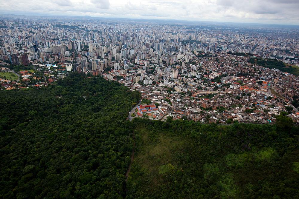Belo Horizonte_MG, Brasil...Vista geral de Belo Horizonte com o aglomerado da Serra no primeiro plano...The Belo Horizonte panoramic view with the Serra neighborhood in foreground...Foto: BRUNO MAGALHAES / NITRO