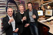 Frank Boeijen krijgt NPO Radio 5 Oeuvre Award in n de NPO Radio 5-uitzending .<br /> <br /> Op de foto:  Radio-presentator Frits Spits (R) met zanger Frank Boeijen (M) in de NPO Radio 5-uitzending van Bert Kranenbarg