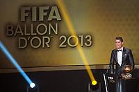 Fotball<br /> Zürich Sveits<br /> 13.01.2014<br /> Foto: Gepa/Digitalsport<br /> NORWAY ONLY<br /> <br /> FIFA World Player Gala, Ballon d Or 2013, Verleihung Goldener Ball, Pressekonferenz. <br /> Bild zeigt Cristiano Ronaldo (POR) mit seinem Sohn.