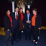 Kerstshow Groot Russisch Staatscircus, staatssecretaris Khee Liang Phoa met gezin, dochter Lianne