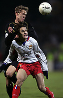 FOOTBALL - CHAMPIONS LEAGUE 2004/2005 - 1/8 FINAL - 2ND LEG - OLYMPIQUE LYONNAIS v WERDER BREMEN - 08/03/2005 - PENALTY PETRI PASANEN (WER) / NILMAR (LYON)<br />  PHOTO GUY JEFFROY /Digitalsport