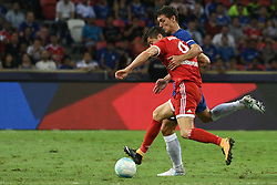 2017?7?25?.??????——?????????????????..7?25????????????Robert Lewandowski??????????????Andreas Christensen???.???? ??????..Bayern Munich's player Robert Lewandowski (F) fights for the ball with Chelsea's player Andreas Christensen during the International Champions Cup match between Chelsea and Bayern Munich held in Singapore's National Stadium on Jul 25, 2017..By Xinhua, Then Chih Wey..????????????2017?7?25? (Credit Image: © Then Chih Wey/Xinhua via ZUMA Wire)