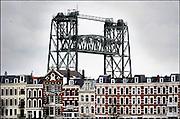 Nederland, Rotterdam, 3-4-2008Spoorbrug de Hef torent trots boven de huizen langs de Nieuwe Maas uit.Foto: Flip Franssen