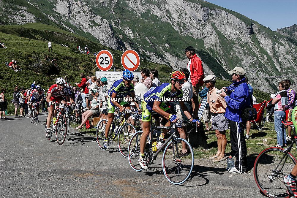 Tour de France for amators departure,  in the pyrenees mountain  Soulor col      /  Tour de france des amateurs, col du Soulor pyrenees  Soulor