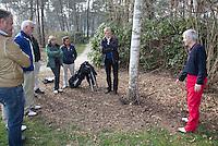 VOORTHUIZEN - Robert Hage (NGF) tijdens opleiding voor Regelcommissaris (clubreferee)  van de NGF (Nederlandse Golf Federatie). FOTO KOEN SUYK
