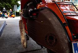 17.06.2017, Stadtplatz, Zell am See, AUT, Vespa Alp Days, im Bild eine Vespa mit einem Fuchsschwanz Schlüssel auf einer Tankstelle beim Service und tanken // A Vespa at a gas station on service and refuel during the annual Vespa Alp Days at the Marketplace, Zell am See, Austria on 2017/06/17. EXPA Pictures © 2017, PhotoCredit: EXPA/ JFK