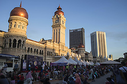 June 3, 2017 - Kuala Lumpur, Malaysia - Muslims wait for the Azan before they break their fast during the holy month of Ramadan at Dataran Merdeka (Independent Square) on June 3, 2017 in Kuala Lumpur, Malaysia. Muslims around the world are observing the fasting month of Ramadan,Muslims refrain from eating , drinking from dawn until sunset  (Credit Image: © Mustaqim Khairuddin/NurPhoto via ZUMA Press)