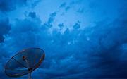 Paraguacu_MG, Brasil...Antena parabolica com o ceu ao fundo, na cidade de Paraguacu...A dish with the sky in the background in Paraguacu...Foto: JOAO MARCOS ROSA / NITRO