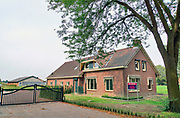 Nederland, Aalten, 28-8-2019 Boerderij en landbouwgrond in de Achterhoek te koop. Geeft aan hoe slecht het gaat met het boerenbedrijf. Veel boeren gaat het economisch slecht en veel agrariers besluiten tot verkoop van hun bedrijf. Foto: Flip Franssen