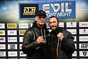 BOXEN: ECB Boxgala, Waage, Hamburg, 12.03.2021<br /> Michael Wallisch (l.) und Trainer Andre Walther<br /> © Torsten Helmke