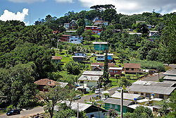 Casas construídas nas encostas das montanhas da cidade de Gramado, na serra gaúcha. FOTO: Jefferson Bernardes/Preview.com