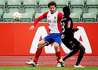 Fotball<br /> Adeccoligaen <br /> Bislett  Stadion 04.05.10<br /> Lyn - Sogndal<br /> Oliver Risser bak Aye Aye Elvis<br /> Foto: Eirik Førde