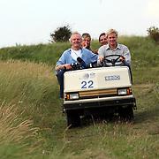 NLD/Noordwijk/20070818 - KLM Open Charity Challenge 2007, camerploeg van SBS Shownieuws worden rondgereden