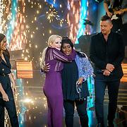 NLD/Amsterdam/20181025 - Finale The Talent Project 2018, Yolantha Sneijder-Cabau, winnares Avanaysa Neida, Anouk Schottink en Johnny de Mol
