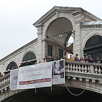 VENICE, ITALY - APRIL 04:  ÊProtesters display a giant banner from Rialto Bridge asking to stop the sale fo the Venice Casino on April 4, 2012 in Venice, Italy. Several palaces and historical buildings in Venice have been recently sold by the Municipality or are currently for sale causing local anger.  (Photo by Marco Secchi/Getty Images)