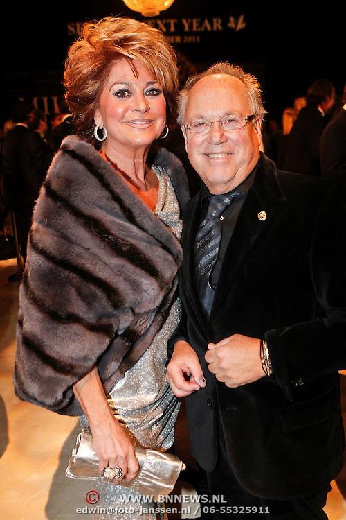 NLD/Amsterdam/20101209 - VIP avond Miljonairfair 2010, Christine Krooonenberg en Joop Braakhekke