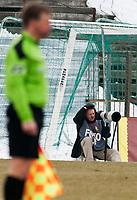 Bialystok, 06.04.2013. N/z Wlodzimierz Sierakowski ( L ) fotoreporter sportowy przy pracy fot Michal Kosc / AGENCJA WSCHOD