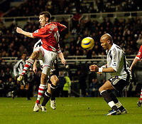 Photo: Jed Wee.<br /> Newcastle United v Charlton Athletic. The Barclays Premiership. 22/02/2006.<br /> <br /> Charlton's former Newcastle player Darren Ambrose fires a late shot in on goal.
