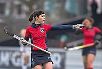 AMSTERLVEEN - Minke Smeets-Smabers van Laren geeft aanwijzingen en is weer terug in het eerste team, zondag tijdens de competitiewedstrijd tussen de vrouwen van Amsterdam en Laren. (2-1). FOTO KOEN SUYK