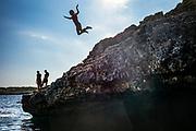 Calo de sa barca trencada, Mallorca, girl jumps of the cliffs into the sea 11-08-2018