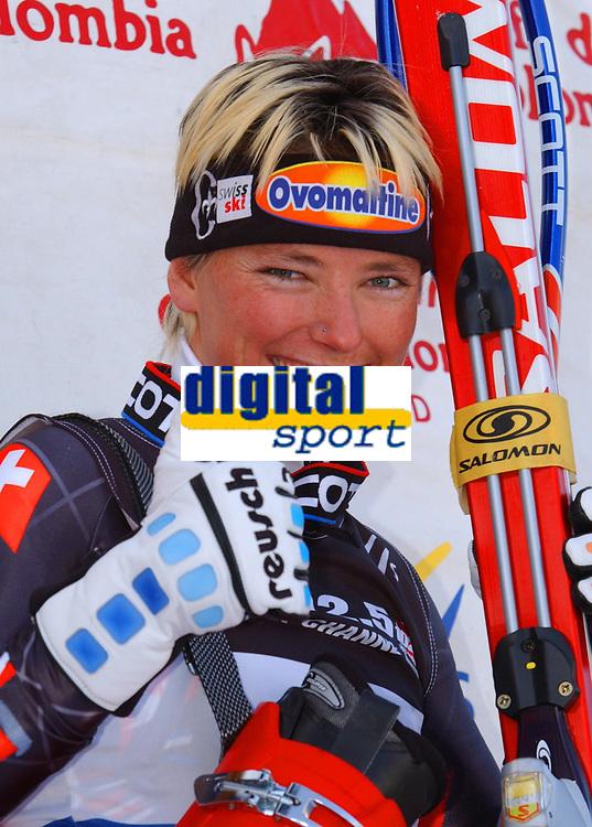 Alpint, 30.11.2001 Lake Louise, Kanada,<br />Die Schweizerin Sylviane Berthod jubelt nach ihrem zweiten Platz am Freitag (30.11.2001) bei der Ski Alpin Weltcup Abfahrt der Damen in Lake Louise, Kanada. <br />Foto: Digitalsport