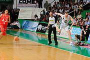 DESCRIZIONE : Siena Lega A 2008-09 Playoff Finale Gara 2 Montepaschi Siena Armani Jeans Milano<br /> GIOCATORE : Rimantas Kaukenas<br /> SQUADRA : Montepaschi Siena<br /> EVENTO : Campionato Lega A 2008-2009 <br /> GARA : Montepaschi Siena Armani Jeans Milano<br /> DATA : 12/06/2009<br /> CATEGORIA : equilibrio curiosita<br /> SPORT : Pallacanestro <br /> AUTORE : Agenzia Ciamillo-Castoria/G.Ciamillo