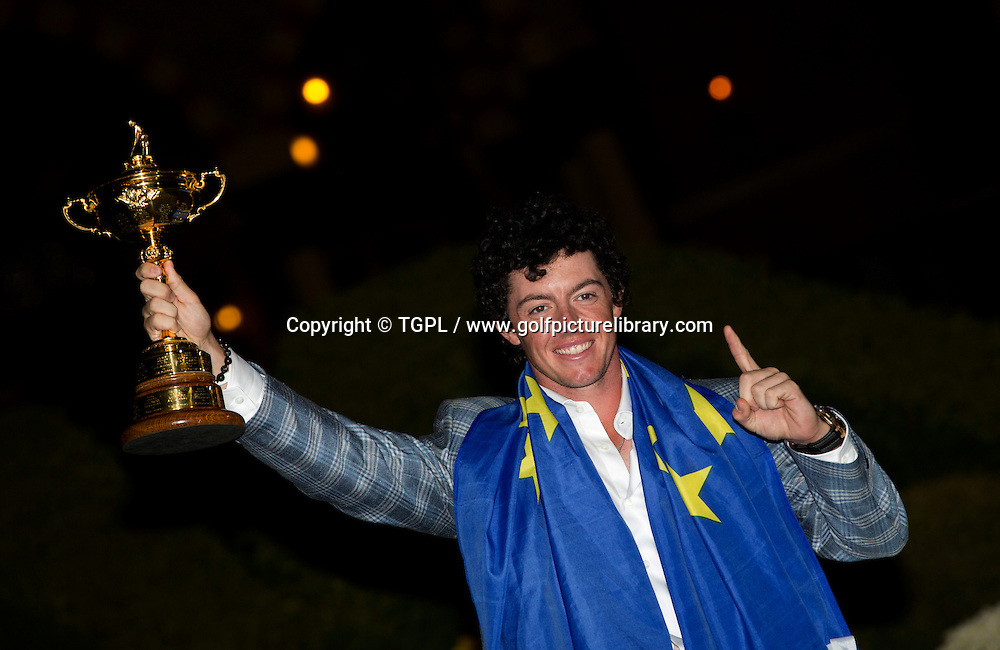 World number 1 Rory MCILROY (EUR) with the trophy during final day Singles,Ryder Cup Matches,Medinah CC,<br /> Medinah,Illinois,USA.