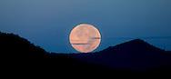 Puesta de luna llena