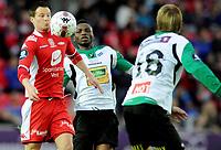 Fotball<br /> 2. Oktober 2010<br /> Eliteserien<br /> Brann Stadion<br /> Brann - Hønefoss 3 - 2<br /> Petter Vaagan Moen (L) , Brann<br /> Umaru Bangura (M) , Tor Øyvind Hovda (R) , Hønefoss<br /> Foto : Astrid M. Nordhaug