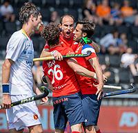 AMSTELVEEN -  Antonin Igau (Fra)  heeft gescoord en viert het met Pieter van Straaten (Fra)  tijdens de wedstrijd mannen , Spanje-Frankrijk (2-3) bij het  EK hockey , Eurohockey 2021. COPYRIGHT KOEN SUYK