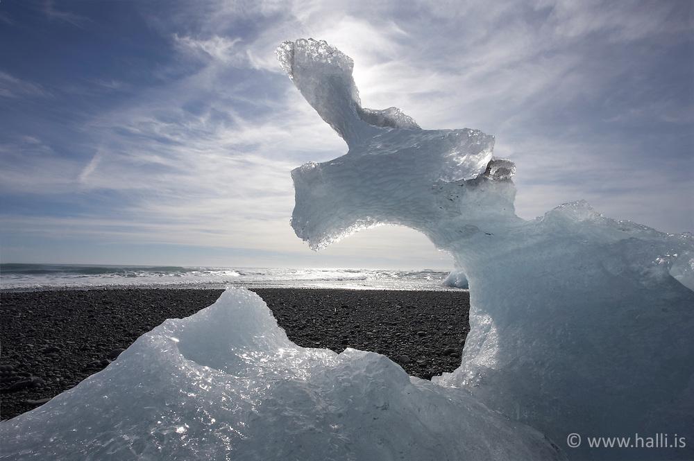 Ísskúlptúr við Jökulsárlón / Natural ice sculpture near Jokulsarlon, Iceland