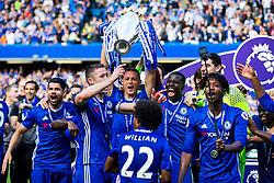Cesar Azpilicueta lifts the trophy as Chelsea celebrate winning the 2016/17 Premier League - Rogan Thomson/JMP - 21/05/2017 - FOOTBALL - Stamford Bridge - London, England - Chelsea v Sunderland - Premier League..