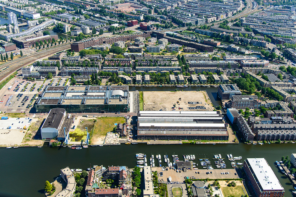 Nederland, Noord-Holland, Amsterdam, 29-06-2018; Wittenburgervaart en Oostenburg met Oostenburgereiland, VOC-kade en Roest, gezien vanuit Wittenburg. INIT midden op de foto.<br /> Eastern part of the city center with a former harbor area.<br /> luchtfoto (toeslag op standard tarieven);<br /> aerial photo (additional fee required);<br /> copyright foto/photo Siebe Swart
