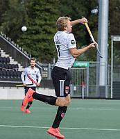 AMSTELVEEN - Daan Dekker (Amsterdam)     tijdens   hoofdklasse hockeywedstrijd mannen,  AMSTERDAM-PINOKE (1-3) , die vanwege het heersende coronavirus zonder toeschouwers werd gespeeld. COPYRIGHT KOEN SUYK