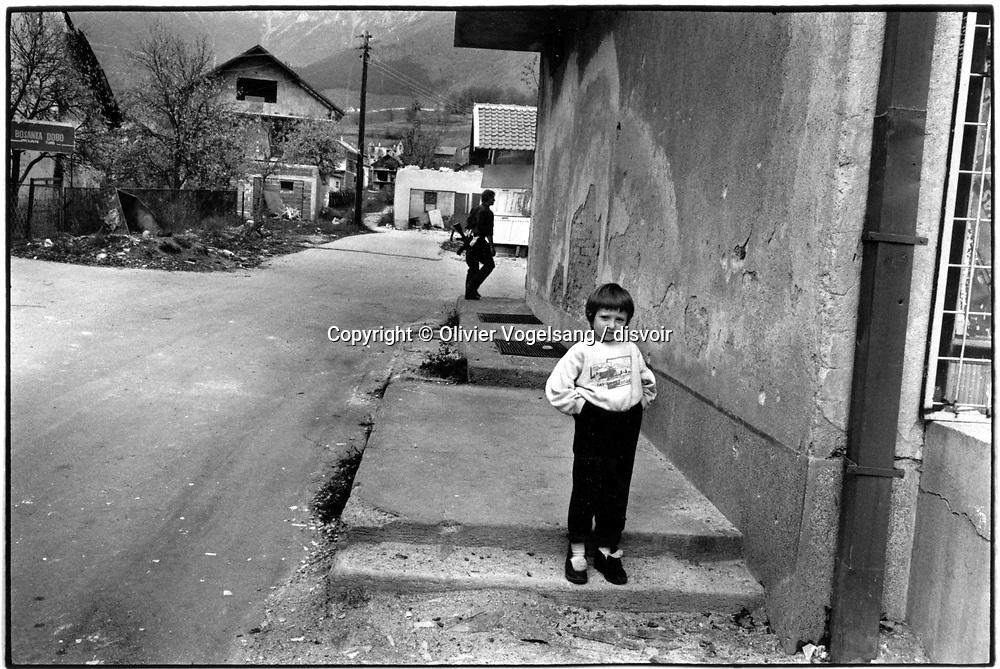 Bosnie. Turbe. Village presque abandonné.