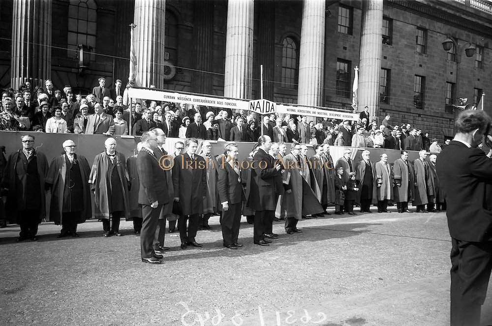 17/3/1966<br /> 3/17/1966<br /> 17 March 1966<br /> <br /> (L-R)Mr. Sydney Gibson President of the Federation of Irish Industries; Mr. Douglas Watson Chief Marshall Lord Mayor's Show Belfast; Mr. H.A. Hadden Vice President Belfast Jounior Chamber of Commerce and Chairman Lord Mayor's Show; Mr. Sean O'Bradaigh Vice President of NAIDA; Dr. P.J. Hillery T.D. Minister for Industry and Commerce; and Aldermen Eugene Timmons Lord Mayor of Dublin