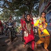 2016 10 14 Rishikesh Uttarakhand Indien<br /> Indiska flickor<br /> <br /> ----<br /> FOTO : JOACHIM NYWALL KOD 0708840825_1<br /> COPYRIGHT JOACHIM NYWALL<br /> <br /> ***BETALBILD***<br /> Redovisas till <br /> NYWALL MEDIA AB<br /> Strandgatan 30<br /> 461 31 Trollhättan<br /> Prislista enl BLF , om inget annat avtalas.