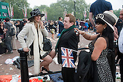 THE MALL, The Royal Wedding of Prince William and  Catherine Middleton. Scenes around Buckingham Palace and the Mall.   London. 29 April 2011. , -DO NOT ARCHIVE-© Copyright Photograph by Dafydd Jones. 248 Clapham Rd. London SW9 0PZ. Tel 0207 820 0771. www.dafjones.com.
