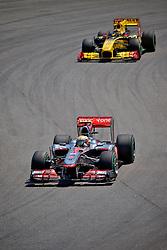 O piloto inglês Lewis Hamilton durante a primeira volta do Grande Prémio do Brasil de Fórmula 1, em Interlagos, São Paulo. FOTO: Jefferson Bernardes/Preview.com
