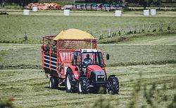THEMENBILD - ein Landwirt sammelt mit einem Heuwagen das getrocknete Gras auf, aufgenommen am 27. Mai 2020 in Kaprun, Oesterreich // a farmer collects the dried grass with a hay cart in Kaprun, Austria on 2020/05/27. EXPA Pictures © 2020, PhotoCredit: EXPA/Stefanie Oberhauser