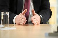 03 MAY 2021, BERLIN/GERMANY:<br /> Haende von Siegfried Russwurm, Praesident Bundesverband der Deutschen Industrie, BDI, und Aufsichtsratschef Thyssenkrupp, waehrend einem Interview, BDI, Haus der Wirtschaft<br /> IMAGE: 20210503-02-029<br /> KEYWIRDS: Hand, Hände