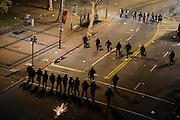 Santiago Mazzarovich/ URUGUAY/ MONTEVIDEO/ Peñarol venció 3-1 a Plaza en el Estadio Centenario, y se quedó con la copa del torneo uruguayo. Luego del partido hubo incidentes con la policía en Plaza Cagancha.<br /> <br /> En la foto: Incidentes en Plaza Cagancha luego del partido Plaza-Peñarol. Foto: Santiago Mazzarovich/adhocFotos.<br /> <br /> 20160612 día domingo